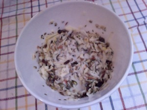 Grated apple, sultanas, linseeds, sunflower seeds, pumpkin seeds, honey, milk. This tastes delicious on it's own!